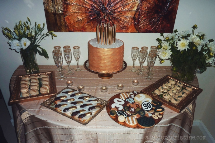 atelierchristine.com-christinebedrossian-shop-goldfondantcake-handmade-artisanalcookies-decoratedcookie- 30thbirthday-partyideas-soiree-cocktailparty-desserttable-black-white-gold-chevron-stripes04
