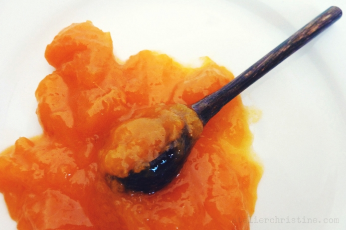 Small-Batch Apricot Preserves without Pectin