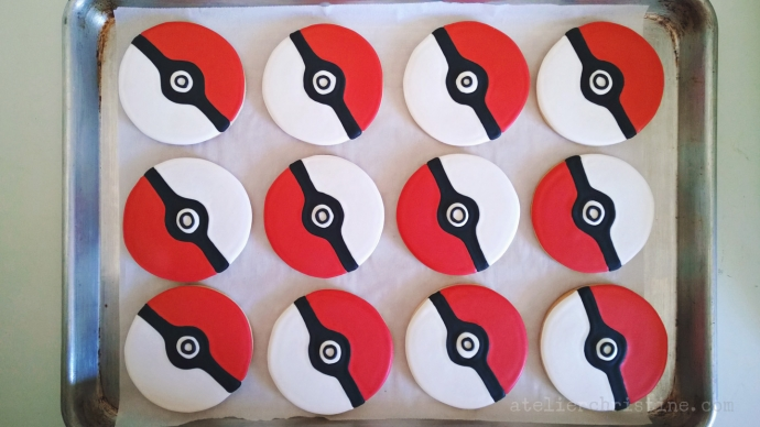 le Shoppe @ l'Atelier de Christine| Pokeball Cake Pops + Cookies for a Pokemon Birthday Party